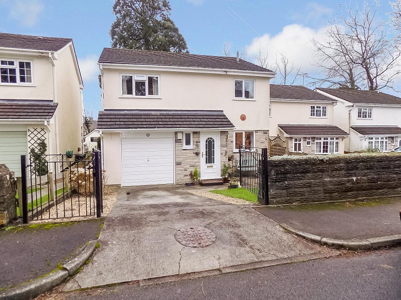 Maes-y-deri Close, Pencoed, Bridgend . CF35 6YY